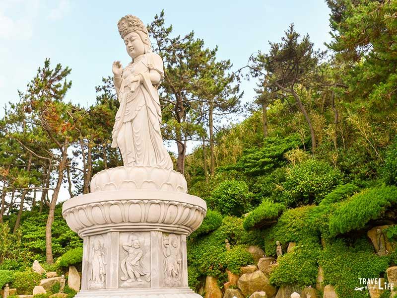 Things to do in Busan South Korea Haedong Yonggungsa Temple