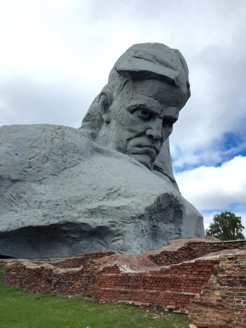 Brest monument