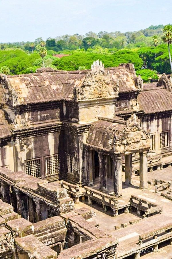 Entrance to the Lower Gallery from inside Angkor Wat