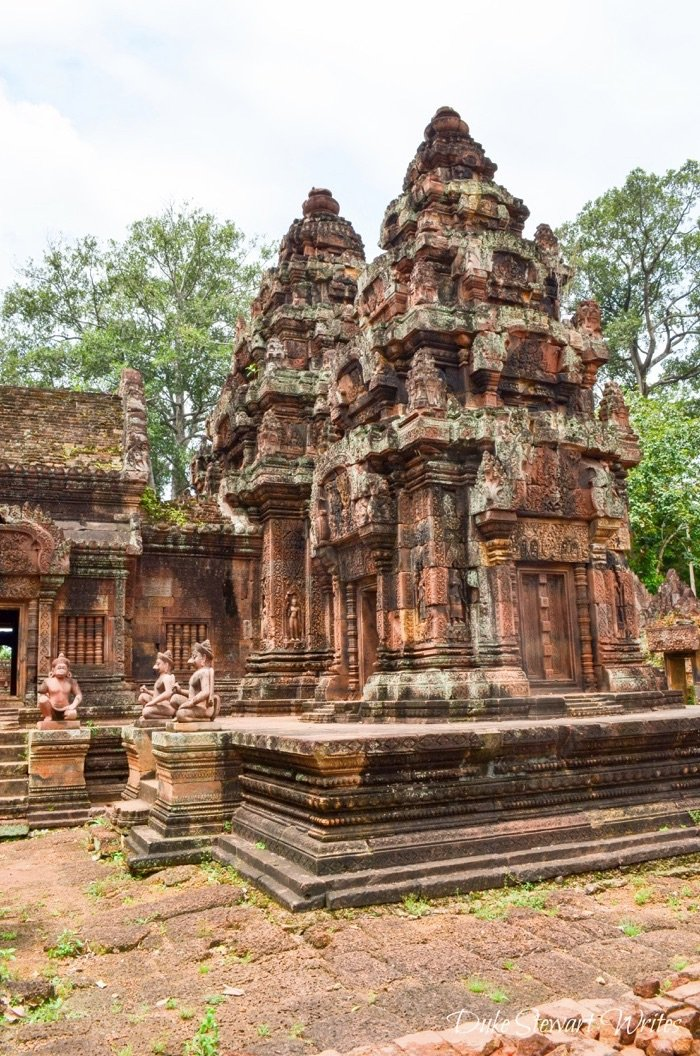 Looking around Banteay Srei, Angkor