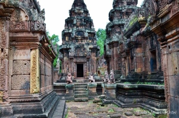 Walking around Banteay Srei, Angkor