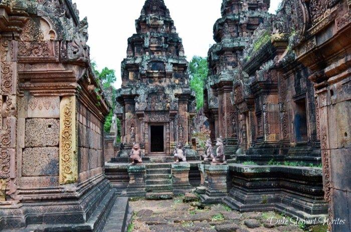 Walking around Banteay Srei, Angkor
