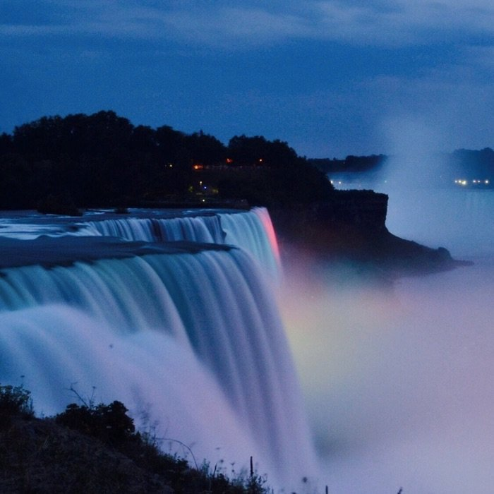 Niagra Falls Photo by Benny Goh via Trover.com