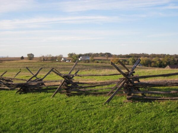 Antietam National Battlefield by Doug Kerr is licensed under CC BY 2.0