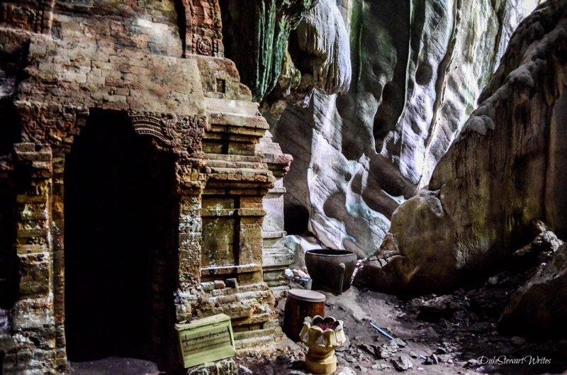 prasat-phnom-chnork-in-kampot-cambodia