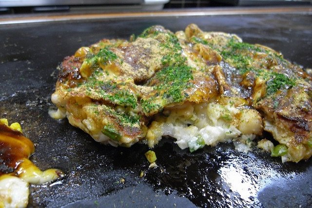 osaka-okonomiyaki-image-via-flickr-by-hirotomo