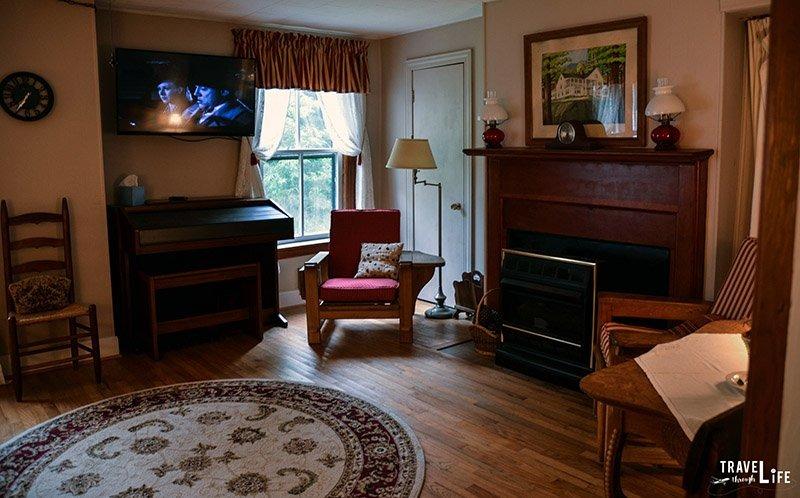 The Pines Country Inn Family Living Room