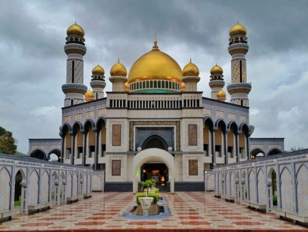 Places to Visit in Southeast Asia Brunei Sultan Omar Ali Saifuddien Mosque Image by The Travel Sisters